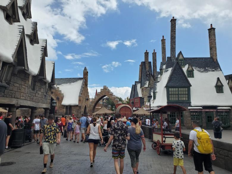 Hogsmeade, Harry Potter, Walt Disney World, Universal Orlando, Theme Park, Orlando, VS, family friendly, Fun, Islands of Adventure