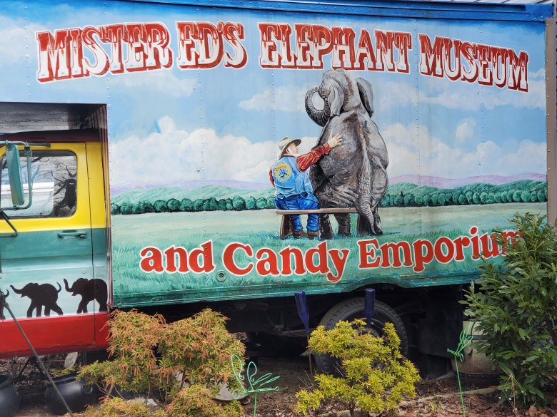 Lincoln Highway, Transcontinental, Road Trip, Family Vacation, Pennsylvania, Route 30, PA, Roadside attraction, Mister Ed's Elephant Museum and Candy Emporium