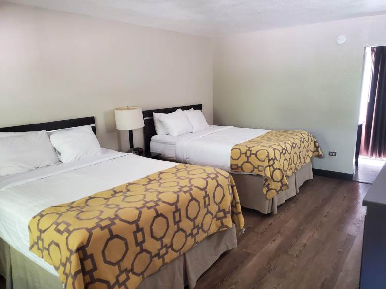 hotel review, Gatlinburg, Pigeon Forge, Tennessee, TN, Baymont, Wydham, 2 queen bedroom,