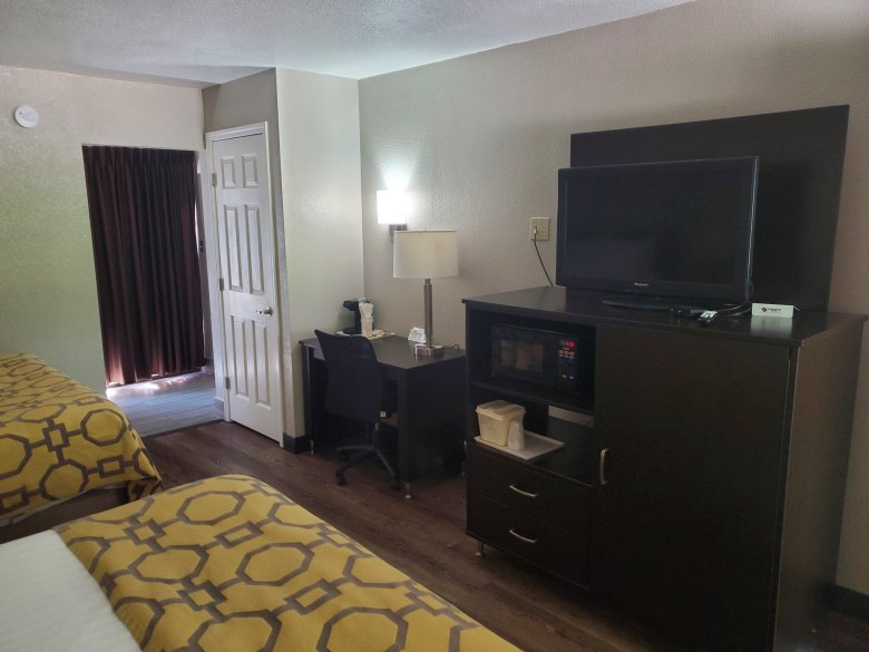 hotel review, Gatlinburg, Pigeon Forge, Tennessee, TN, Baymont, Wydham, room view,