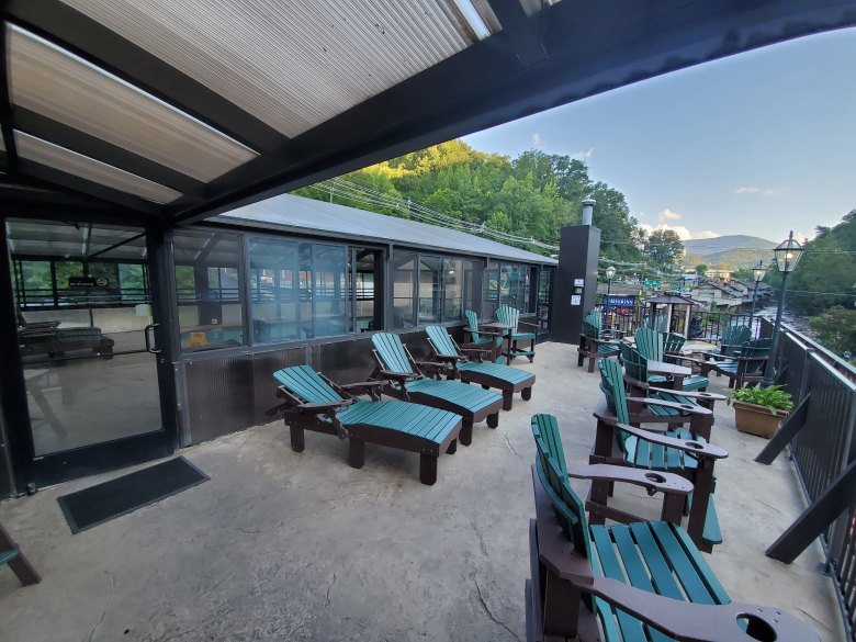 hotel review, Gatlinburg, Pigeon Forge, Tennessee, TN, Baymont, Wydham, patio, indoor pool,