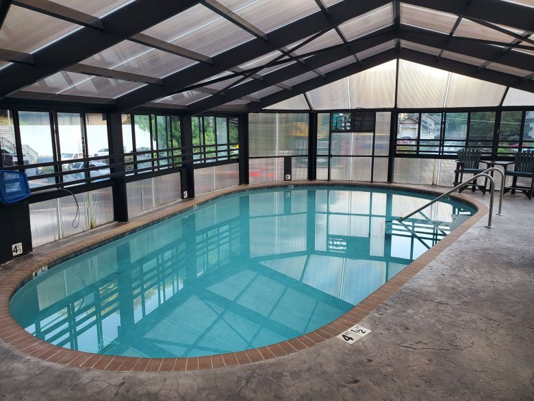 indoor pool, hotel review, Gatlinburg, Pigeon Forge, Tennessee, TN, Baymont, Wydham