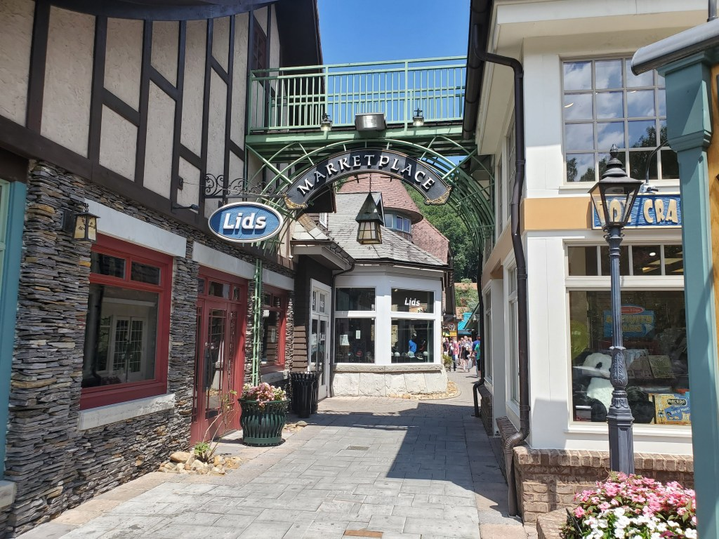 Gatlinburg, Tennessee, TN, shopping, stores, outdoor mall,