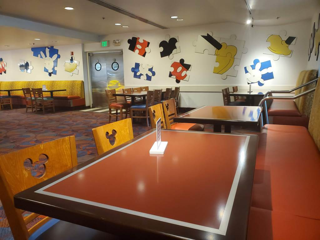 Open tables at Chef Mickey's At Walt Disney World